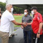 Muricy fala sobre reforços, destaca lateral da base e diz que Crespo conta com Daniel Alves