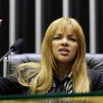 Após decisão de afastamento do cargo de deputada, Flordelis é hospitalizada no Rio