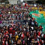 Manifestantes fazem atos contra Bolsonaro e a favor da vacina em todos os estados e no DF